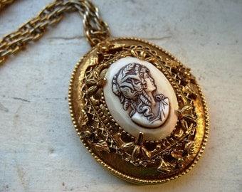 FREE SHIPPING Vintage Goldtone Cameo Locket