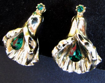 Vintage Gold tone and Emerald Green Rhinestone Calla Lily Flower Screw back Earrings made by Coro, 60s, Non Pierced