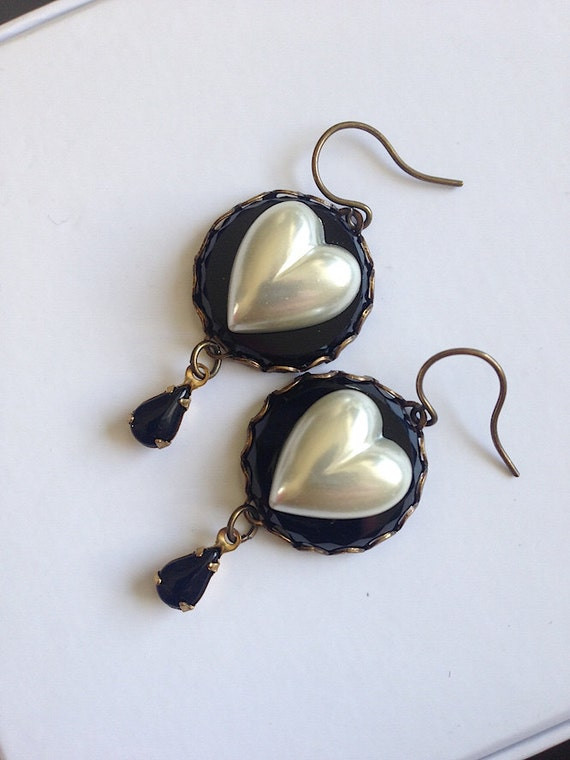 I Love Lucy Pearl Heart and Jet Glass Button Earrings Vintage Button earrings black and white earrings gothic lolita