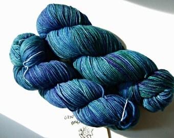 Sanguine Gryphon Zaftig Bugga Yarn - Blue Poison Dart Frog Worsted Weight