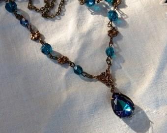 osO LANCELOT Oso medieval capri blue necklace