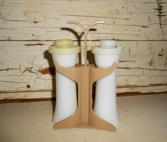 Vintage tupperware mini hourglass salt and pepper shaker with for Vintage tupperware salt and pepper shakers