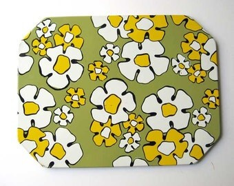 Vintage 1960 Flower Power Tin Table Top Hot Mat, Hot Dish Holder in Avocado and Yellow Gold, RV Decor, Mid Century Kitchen, Sixties Decor