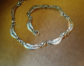 Retro vintage 40s sterling silver , scalloped, filligree collar-choker necklace. Made by Alice Caviness.Size small.