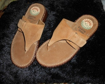 Vintage Earth Shoes Suede Sandals > Like New Super Condition