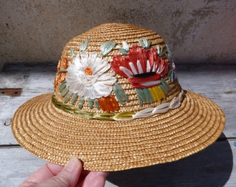 Vintage 1950/1960 French child girl straw hat embroidered with raphia size 6 5/8