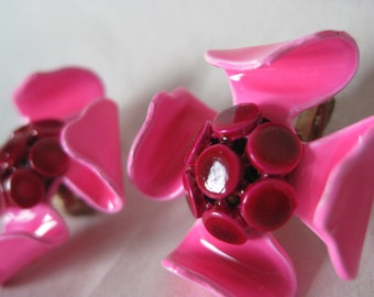 Flower Pink Fuchsia Earrings Clip Plastic Vintage