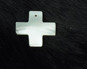 Mother of pearl Cross , sold in 4 each OE9017