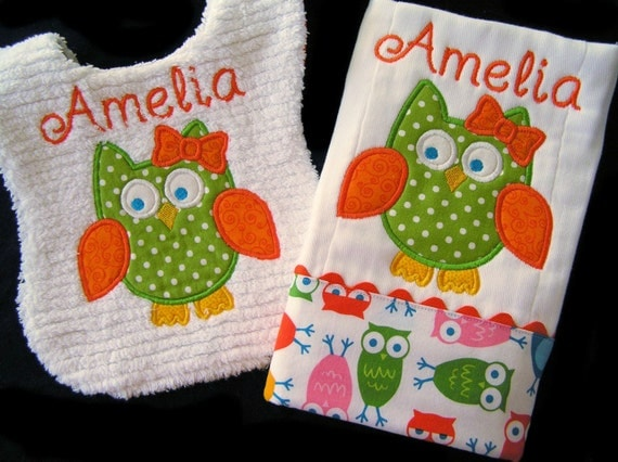 Personalized Baby Gift Set - Appliqued Bib and Burp Cloth - Owl - White Chenille - Reversible - Hootie