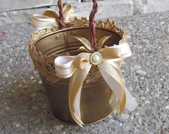 Gold Gatsby Basket with Gold Lace