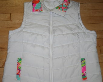 Ladies puffer vest trimmed in Lilly Pulitzer fabric White or now available in Navy