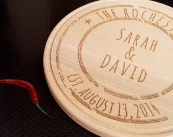 Personalized cutting board, custom cutting board, round wooden cheese board, serving board, wedding, anniversary eco friendly gift