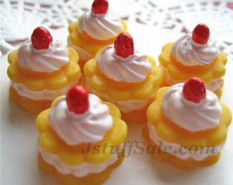 6 pcs Miniature strawberry cake cabochons