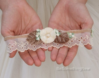 Vintage Lace Garter in Champagne and Ivory, Wedding Garter with Flowers, Vintage Wedding Boho Garter in Eyelet and Velvet