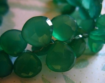 Shop Sale,, 2 pcs, CHALCEDONY Heart Briolettes, Luxe AAA, 8.5-10.5 mm, Kelly Green, Faceted, wholesale beads brides bridal weddings 810
