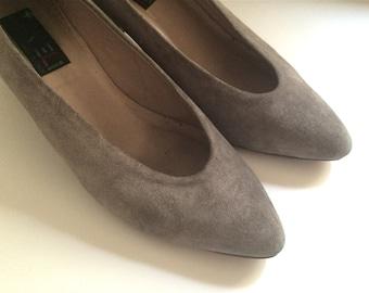 Vintage Shoes Women's 80's Van Eli, Pumps, Grey, Suede, Heels (Size 7 1/2)