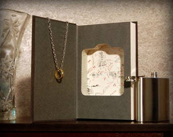 Hollow Book Safe & Flask (Lord of the Rings: The Fellowship of the Ring)