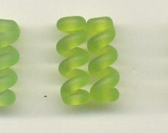 Tom's lampwork etched (satin) frosted medium grass green twist cylinder beads, drops, spacers 20mm, 2 beads, 1 pair, 97751-2