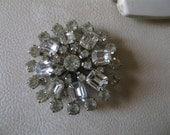 GORGEOUS 40S emerald and round cut rhinestone starburst brooch