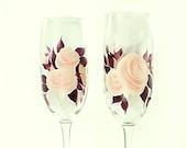 Hand-Painted Champagne Glasses, Original Design - Elegant Blush Pink Roses, Dark Plum Leaves Set of 4 - Custom Stemware Flutes au Mariage
