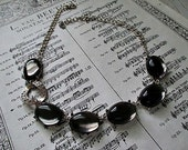 GoRGeouS ViNTaGe NeCKLaCe - SMoKy GReY CaBaCHoNs