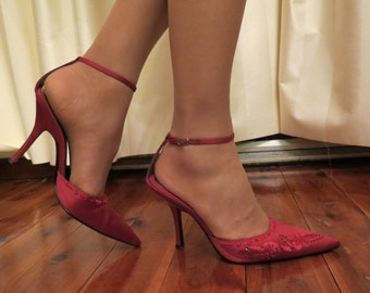 Vintage Nine West Red Satin Beaded Embroidered Pointed Evening High Heel Ankle Strap Shoes