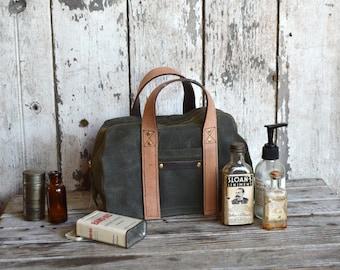 Dopp Case in Moss, Dopp Kit, Waxed Canvas Travel Bag, Toiletries Case, Waxed Canvas Dopp, Waxed Canvas Travel Case, Shave Kit, Groomsmen