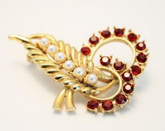 Vintage red crystal brooch. Leaf brooch. Pearl brooch