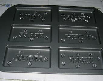 Wilton Baking Pan Non Stick Ultra Christmas Chocolate Bars Shortbread Cookies Cake Holiday Wording