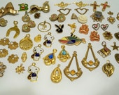 Assortment of jewelry pieces - Destash jewelry - Pendants - Brooch - Charms - Goldtone - Lot of jewelry - Cheesegrits