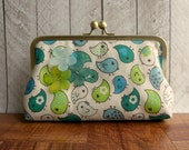 Clearance. Cream clutch purse with green and turquoise blue birds and three resin flowers, cream purse, spring fashion, kisslock clutch