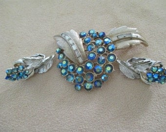 Vintage costume jewelry  /  CORO brooch and clip on earrings