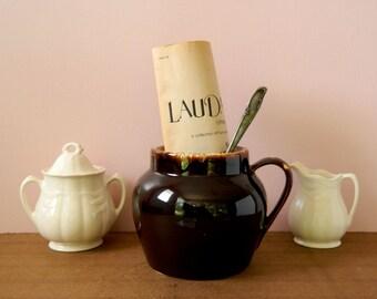 Vintage Brown Drip Bean Pot. Stoneware Crock. Kitchen Storage. Rustic Kitchen Decor. Shelf Display. Farmhouse Chic. Shabby Cottage Style.