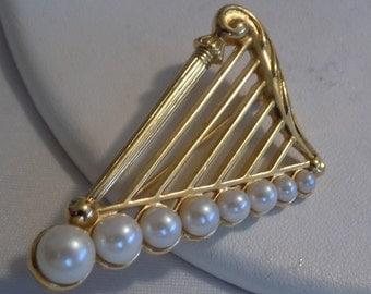 Vintage brooch, pearl enhanced golden harp brooch, musician's orchestra musical instrument brooch, retro jewelry