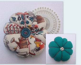 GARDEN Vintage 1940s Novelty Fabric Tomato Pincushion & Pins Sewing Gift