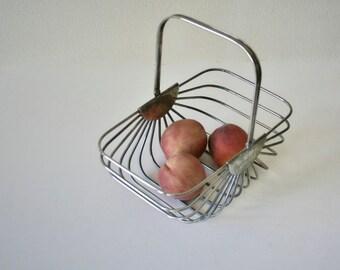 Vintage Metal Basket, Mod, Furit, Towel