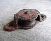 Vintage Cast Iron Pulley / Wall Mounted Side Pulley / Screw On Pulley / Pulley with Mounting Bracket / Industrial Pulley / Wall Hanger