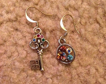 Vintage skeleton key earring mismatched pair crystal rhinestone jewel silvertone