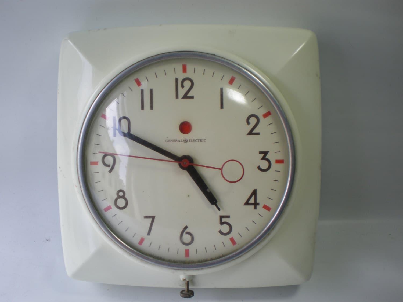 Adorable Vintage Red Dot Kitchen Clock