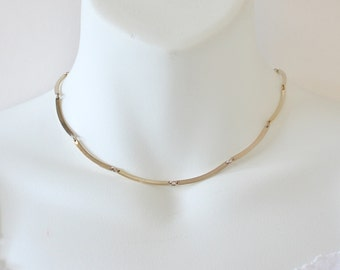 Vintage 1977 Signed Avon Scalloped Casual Goldtone Curved Polished Bar Link Gold Tone Modern Minimalist Chain Necklace in Orignial Box NIB