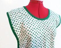 Green & White Christmas Apron,  Holiday Print Cobblers Apron, Vintage Cobblers Apron, Christmas Print Apron, Christmas Coverall Apron