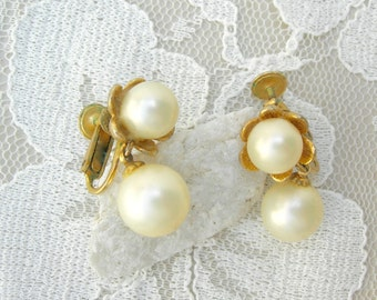 Pretty Pearl & Flower Clip-on/Screw-back Earrings, vintage Marvella, from Mom's jewelry box