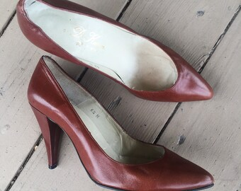 1960s Shoes / 60s Heels / Vintage Pumps In Rich Brown by M. Keren / Size 6.5