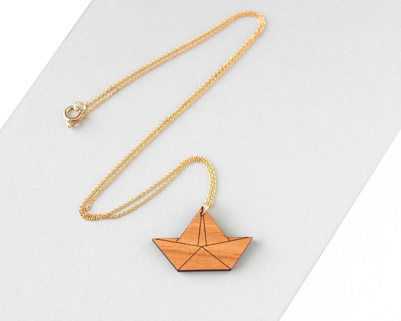 collier de bateau origami en bois bijoux fait la main. Black Bedroom Furniture Sets. Home Design Ideas
