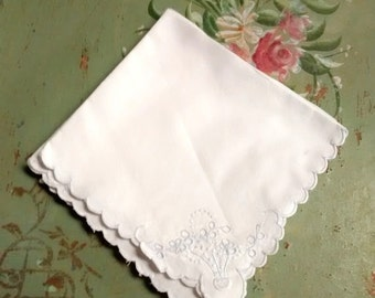 Cottage Chic Blue Flower Basket Napkins , Four Embroidered , Luncheon , Scalloped