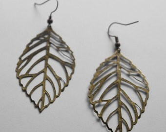 Leaf earrings - brass with laquer coating