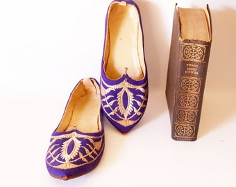Antique Leather Shoes Ethnic Boho Morrocan Ornate Shoes Slippers Hand Made Leather Shoes Slippers Boho Fashion Purple Gold Slippers Handmade