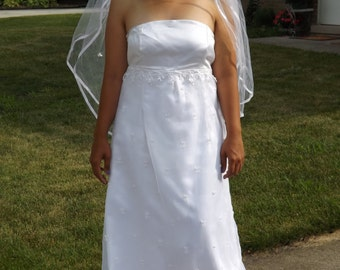 Simple Beauty. Handmade Wedding Gown and Veil