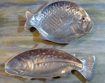 Arthur Court Fish plates 1976 pair of silver fish plates red eye