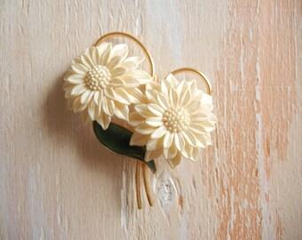 Vintage 1950's Cream Chrysanthemum Flower Brooch